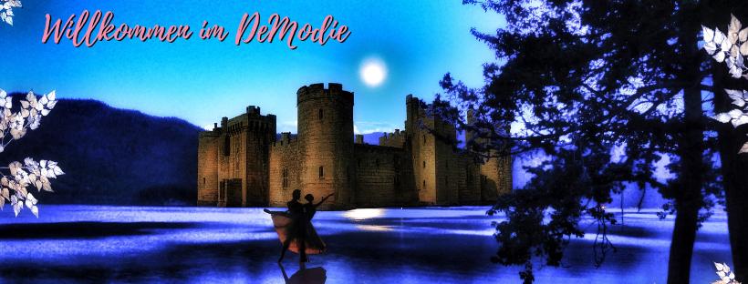 Ein Blick aufs DeModie: Schloss mit See und tanzendem Paar, sowie Gold und Silberzweige.